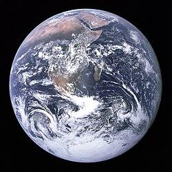 पृथ्वी-अपोलो १७ द्वारा ली गयी तस्वीर