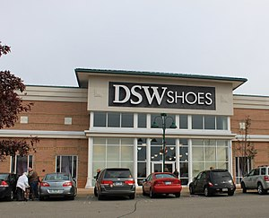 English: DSW Shoes store, Green Oak Village Pl...