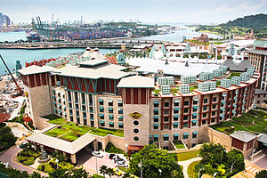English: Hard Rock Hotel and port of Singapore.