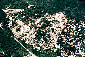 English: Aerial picture of the Mameyes landslide