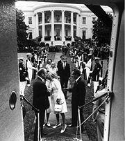Richard Nixon a abandonar a Casa Branca.