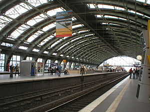 English: Train hall of the station Ostbahnhof ...