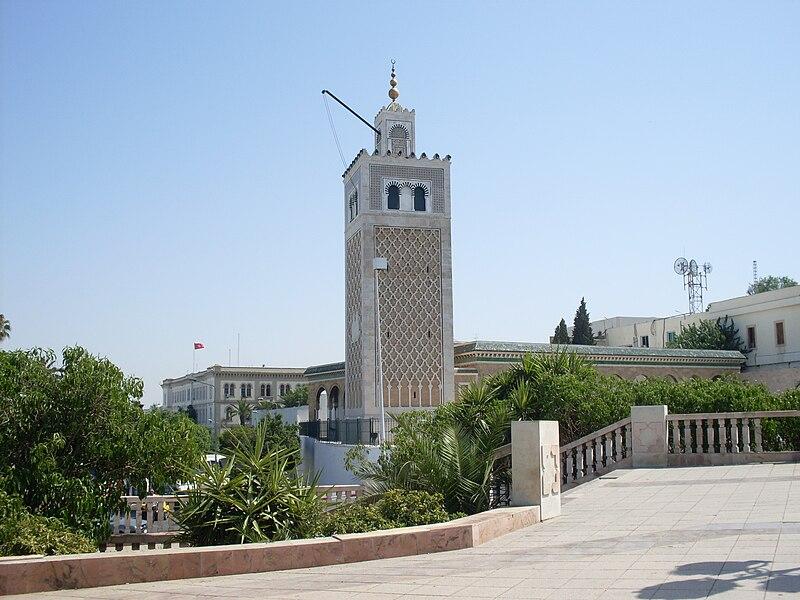 Édifiée de 1231 à 1235 par l'architecte Ali ibn Mohamed ibn Kacem, sur les ordres du fondateur de la dynastie hafside Abû Zakariyâ Yahyâ (règne de 1230 à 1249)