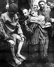 Escravos do nazismo num campo de concentração em Wobbelin