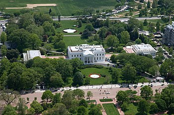 English: Aerial view of the White House in Was...