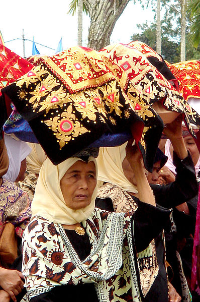File:Minangprocession.jpg