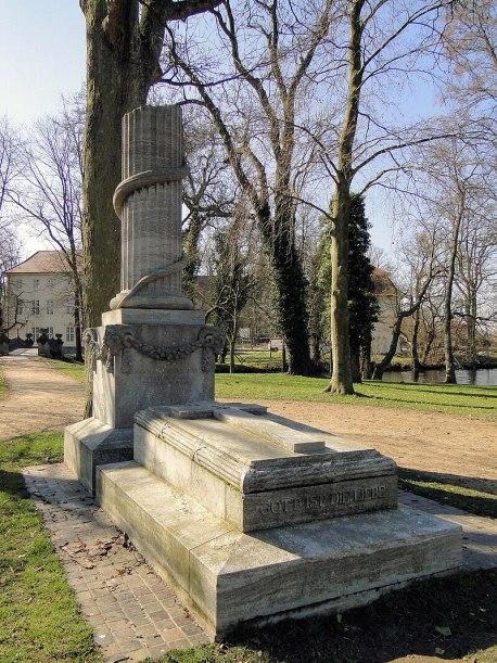 The Tomb of Adolf Friedrich VI Von Niteshift (talk) - Eigenes Werk (photo), CC BY-SA 3.0, https://commons.wikimedia.org/w/index.php?curid=9970644