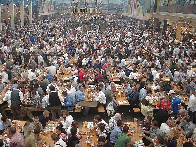 English: Oktoberfest, Munich, GFDL, from Ukrai...