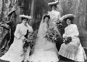 English: Bride and bridesmaids, 1900-1910 A st...