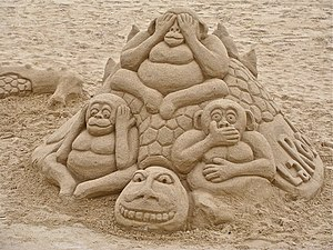 English: sand sculpture of the three monkeys F...