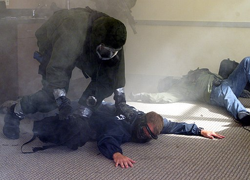 US Navy 990913-N-1350W-004 Anti-terrorism Training Washington, D.C