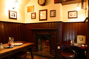 O interior do pub The Eagle and Child onde Tolkien se reunia com seus colegas Inklings