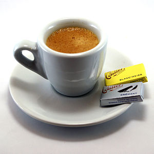 English: Espresso cup with napolitains.