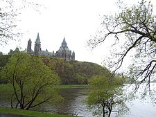 Parlemen Kanada di atas Sungai Ottawa di Ottawa, Ontario