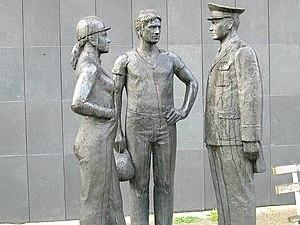 Deutsch: Denkmal mit Arbeitern und Volkspolizi...