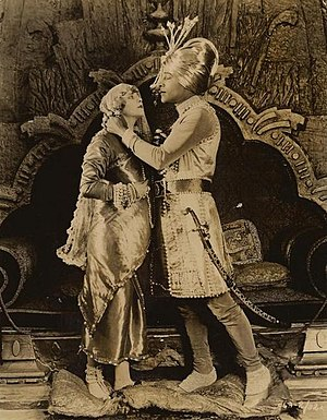 English: Wanda Hawley & Rudolph Valentino in T...