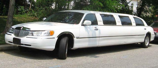 File:98-02 Lincoln Town Car limousine.jpg