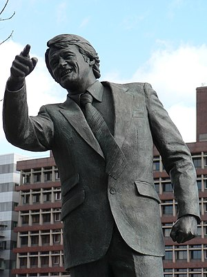 Close up of Bobby Robson statue (by ?) at Ipsw...