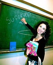 """Luciana Gimenez se torna uma nova apresentadora da RedeTV! ao apresentar o programa """"Superpop""""."""