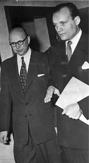 English: Kurt Haijby (left) and lawyer Henning...