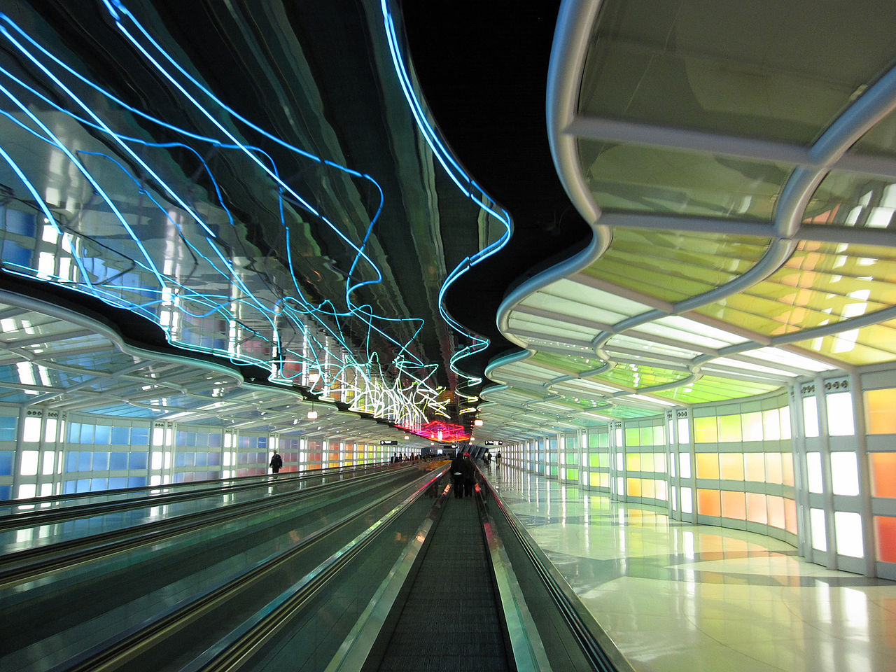 FileUnited Airlines Corridor Chicago OHare Airport