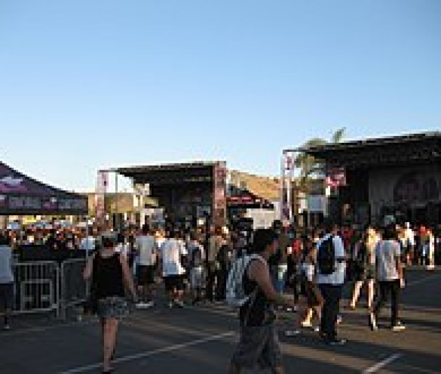 The Alternative Press Advent Stage Left And Glamour Kills Stage Right On The 2010 Tour An Example Of The Tours Side By Side Stage Setup