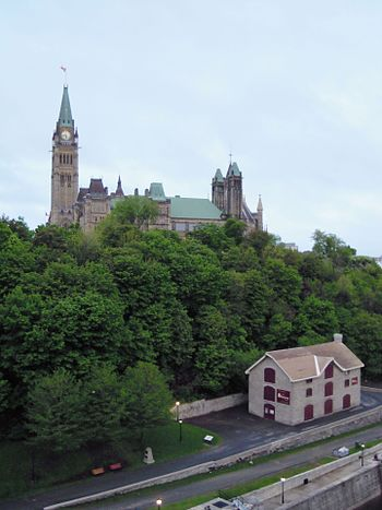 English: The Bytown Museum and Parliament Hill...