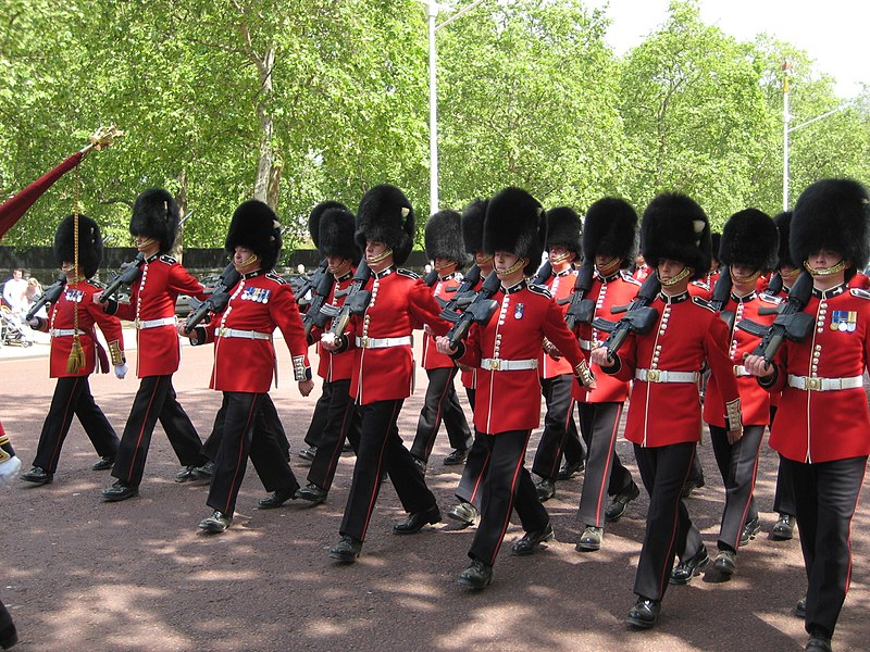 File:Guards march up the mall for changing of the guard.jpg