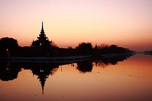 English: Sunset over the royal palace of Manda...