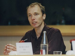 https://i2.wp.com/upload.wikimedia.org/wikipedia/commons/thumb/9/9d/Nicky_Hager_at_European_Parliament_April_2001b.jpg/319px-Nicky_Hager_at_European_Parliament_April_2001b.jpg
