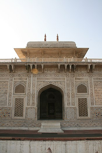 English: Itmad-Ud-Daulah's Tomb, Agra, India E...