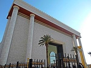 Imagem da fachada do Templo.