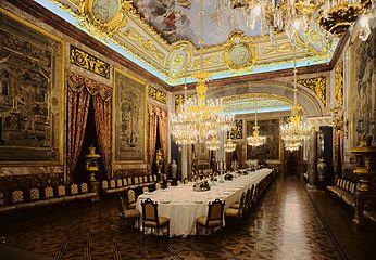 Palais Royal De Madrid Vikidia Lencyclopdie Des 8 13 Ans