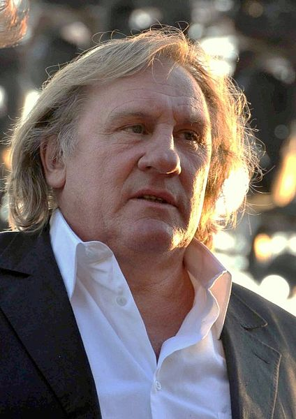 https://i2.wp.com/upload.wikimedia.org/wikipedia/commons/thumb/9/9f/G%C3%A9rard_Depardieu_Cannes_2010.jpg/424px-G%C3%A9rard_Depardieu_Cannes_2010.jpg