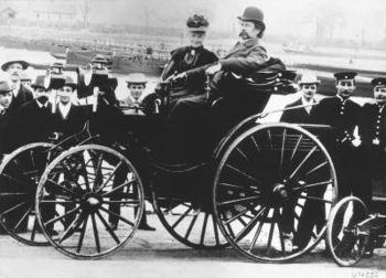 English: Bertha Benz with her husband Carl Ben...