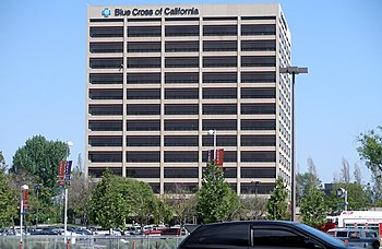 English: This building in Woodland Hills is home to the operations of Blue Cross of California (a health insurance company owned by Wellpoint) which serves insureds who are employees of large employers.