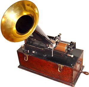 {{de|Edison Home Phonograph, Suitcase-Modell}}