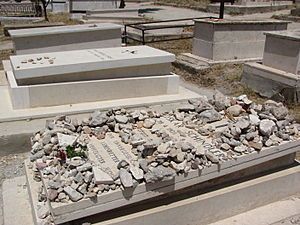English: Side view of grave of Oskar Schindler...