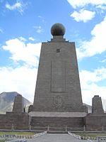 20061001 - Monumento a la Mitad del Mundo (Vista desde el Sur).jpg
