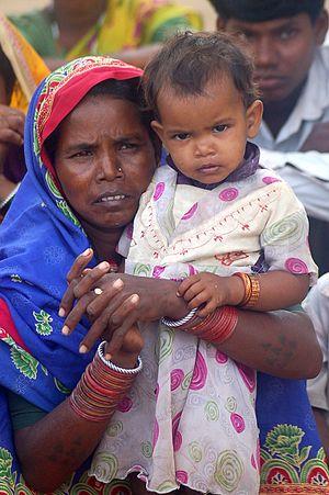 English: Adivasi woman and child, Chhattisgarh...