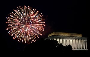 English: Fireworks and the Lincoln Memorial du...
