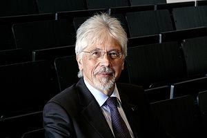 Deutsch: Werner Müller-Esterl, Präsident der J...