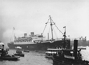 SS St. Louis surrounded by smaller vessels, Havana, June 1939