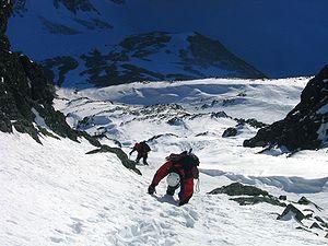 Česky: Dvojice horolezců při sestupu sněho-led...