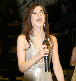 English: Nancy Ajram performing at a wedding i...