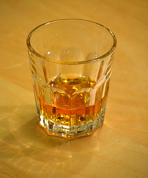 English: A glass of whisky.