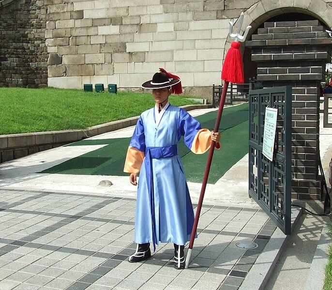 File: penjaga Korea dengan dangpa.JPG