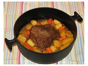 English: Beef top round with parsnips, carrots...