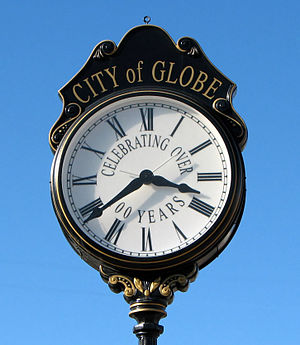 English: Street clock in Globe, Arizona, USA F...