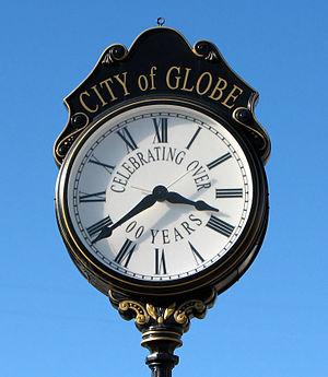 English: Street clock in Globe, Arizona, USA F...
